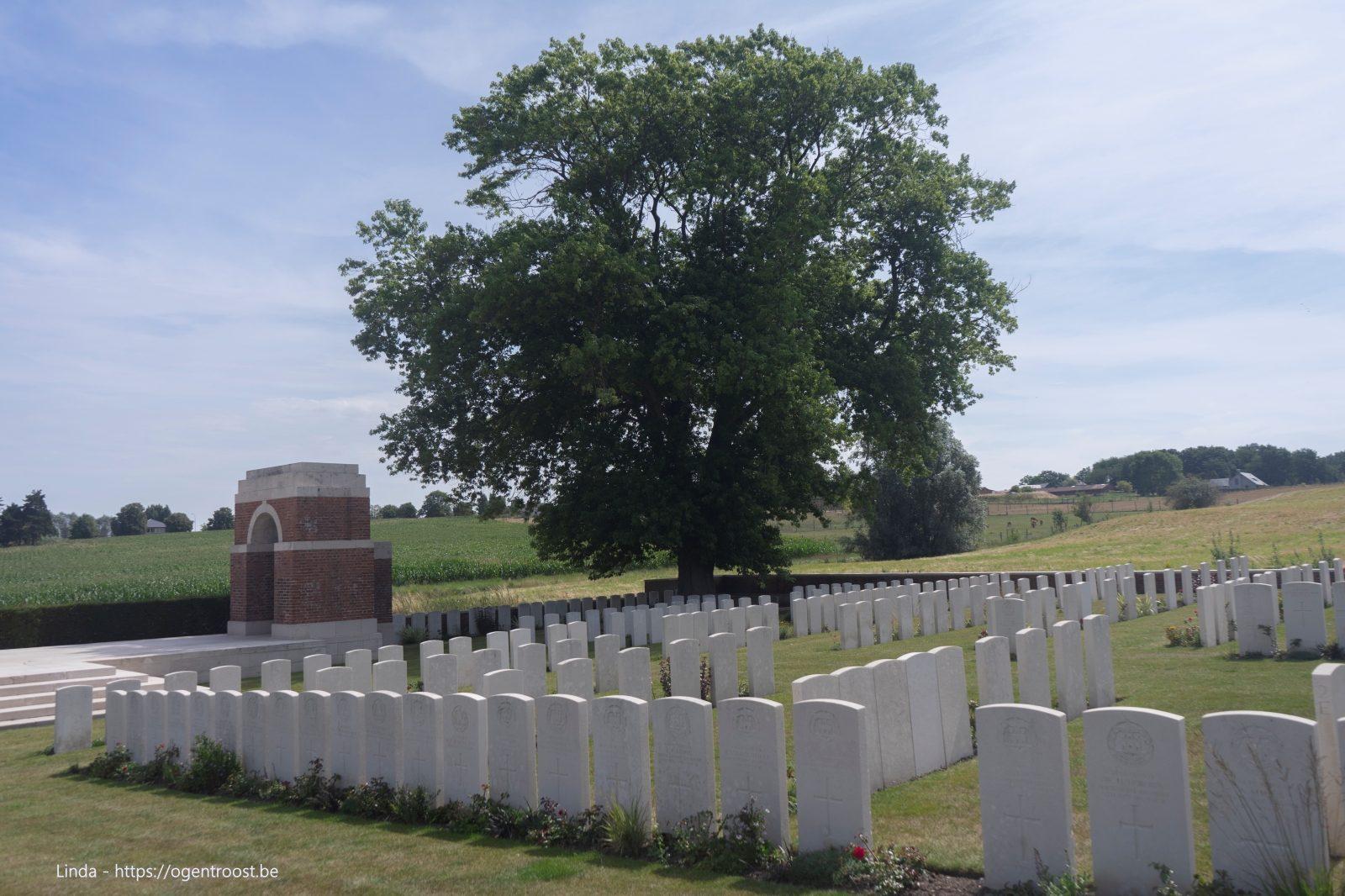 Larch Wood (Railway Cutting) Cemetery